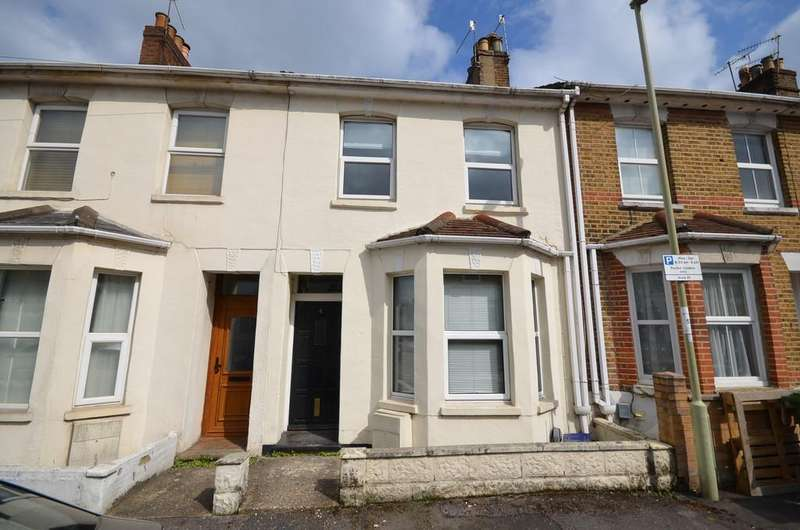2 Bedrooms Terraced House for sale in Cavendish Road, Aldershot