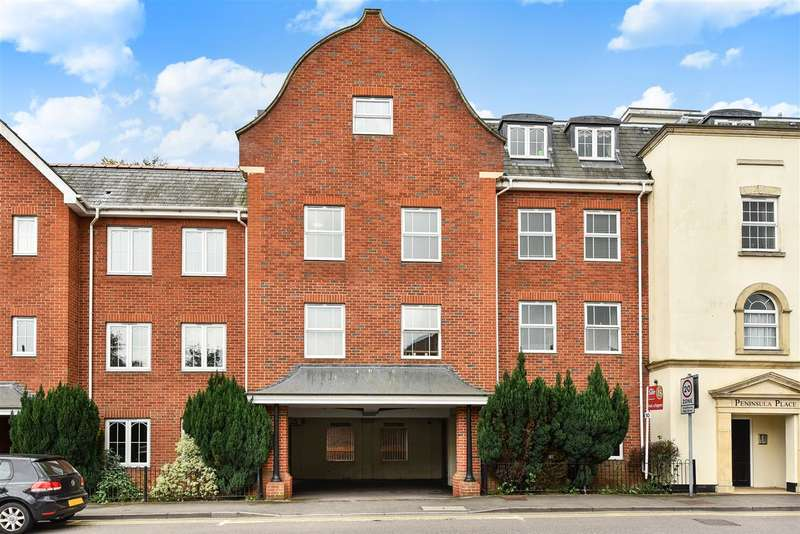 2 Bedrooms Apartment Flat for sale in Peninsula Place, Napier Road, Crowthorne