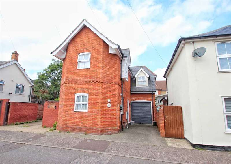 3 Bedrooms Detached House for sale in Timber Hill, Colchester