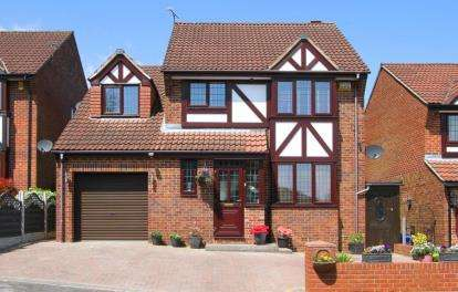 4 Bedrooms Detached House for sale in Bishopdale Rise, Mosborough, Sheffield, South Yorkshire