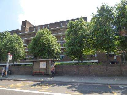 3 Bedrooms Flat for sale in Bower Street, London, Uk