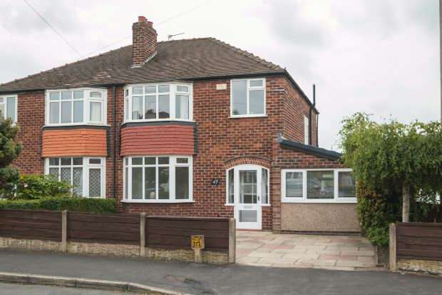 3 Bedrooms Semi Detached House for sale in Alexander Drive, Timperley