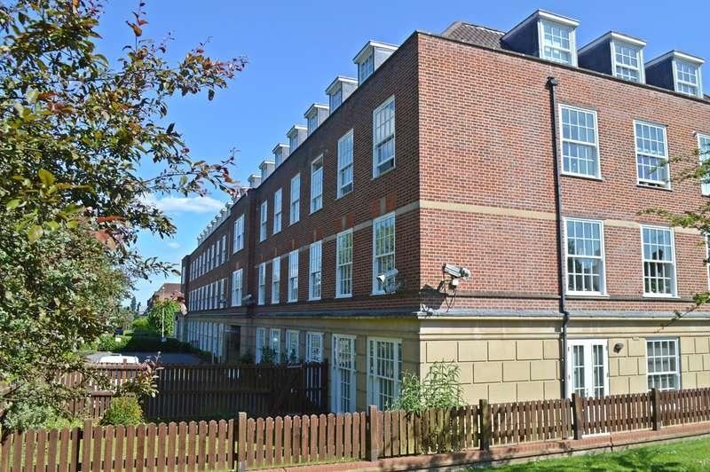 2 Bedrooms Apartment Flat for sale in Bridge Road, Welwyn Garden City, AL8