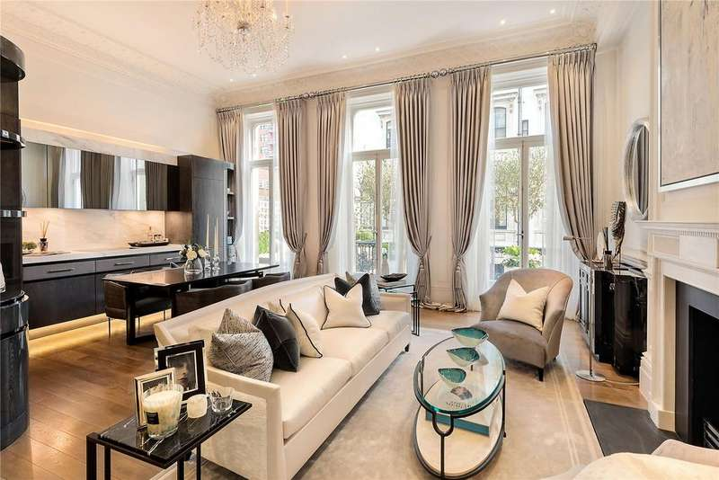 2 Bedrooms Flat for sale in Ennismore Gardens, London
