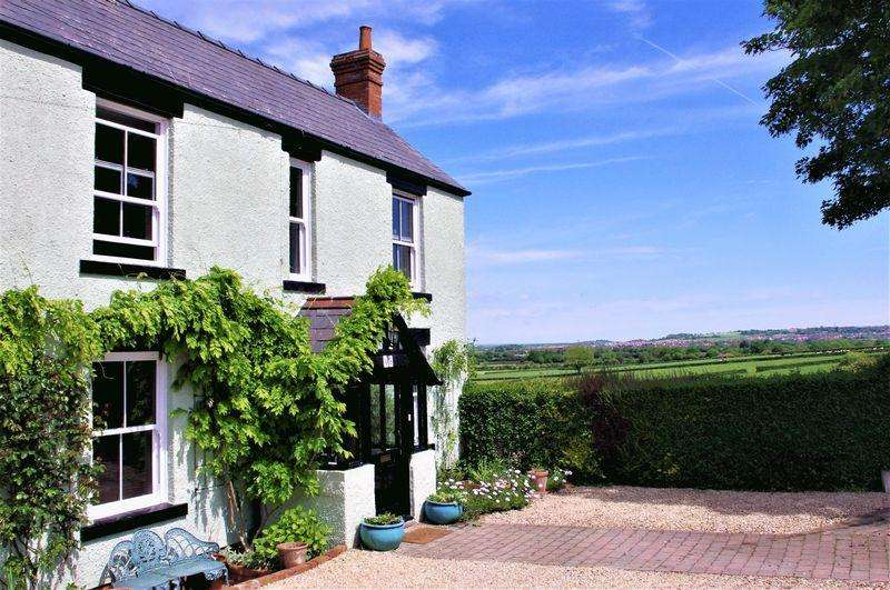 5 Bedrooms Detached House for sale in The Hyde, Purton, Wiltshire.