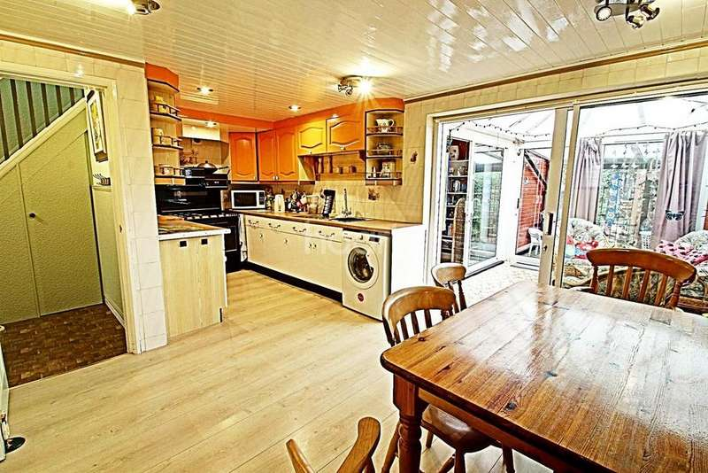 4 Bedrooms Semi Detached House for sale in Gooding Avenue, Leicester