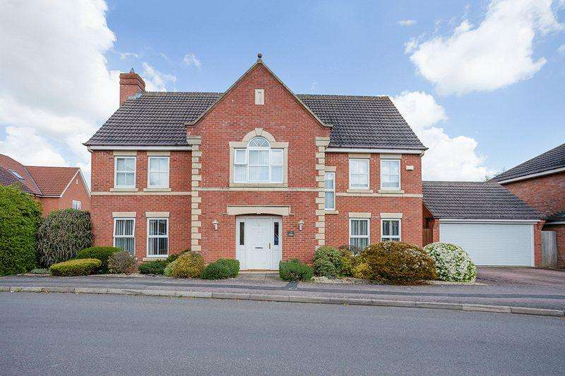 5 Bedrooms Detached House for sale in Cotswold Way, Calvert Green, MK18 2FH