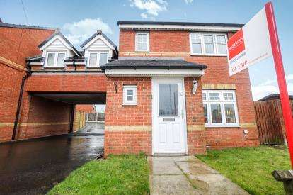 3 Bedrooms Link Detached House for sale in Vista Road, Newton-Le-Willows, St Helens, Merseyside
