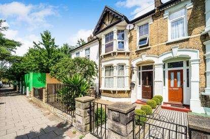 3 Bedrooms Terraced House for sale in Dagenham, Essex, United Kingdom