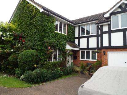 4 Bedrooms Detached House for sale in Peregrine Road, Waltham Abbey, Essex
