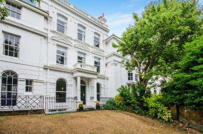 6 Bedrooms Terraced House for sale in Southsea, Hampshire, Kent Road