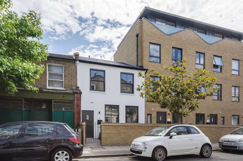 3 Bedrooms Terraced House for sale in Crystal Palace Road, East Dulwich, SE22