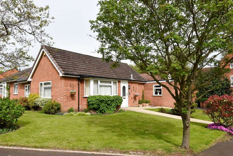 3 Bedrooms Semi Detached Bungalow for sale in Hole Lane, BOURNVILLE VILLAGE TRUST, Northfield, B31