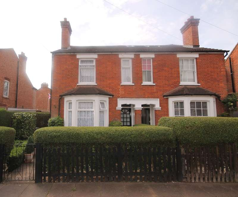 3 Bedrooms Semi Detached House for sale in Richmond Road, Bedford, MK40