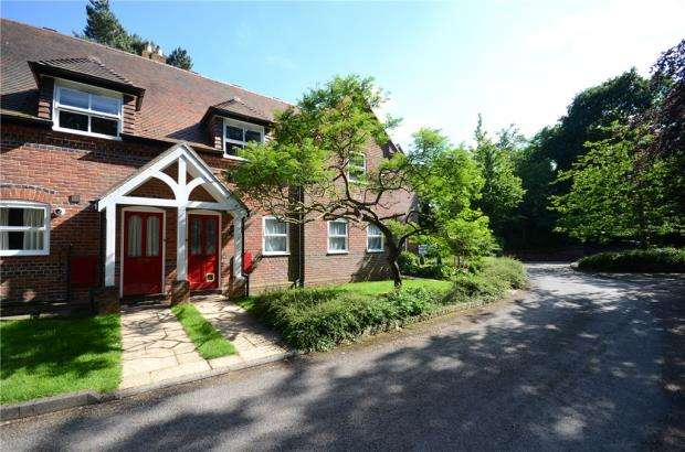 2 Bedrooms Maisonette Flat for sale in Church Mews, Woodley, Reading