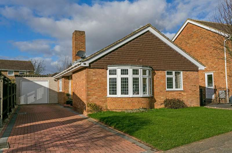 3 Bedrooms Bungalow for sale in Hemsdale, Cranbrook Drive estate, nr Pinkneys Green, Maidenhead, Berkshire