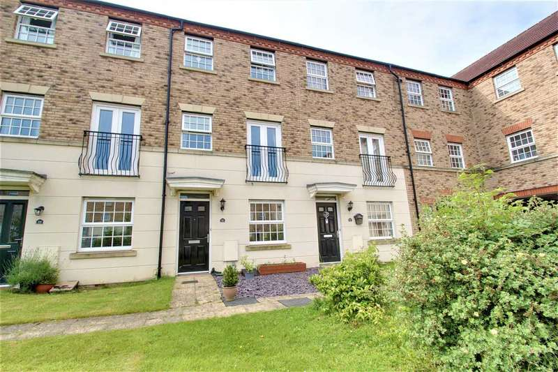 4 Bedrooms Terraced House for sale in Squirrel Chase, Witham St Hughs, Lincoln