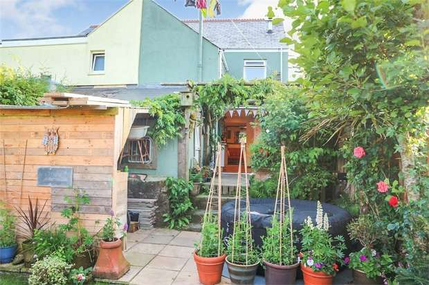4 Bedrooms Semi Detached House for sale in Roche Road, Bugle, St Austell, Cornwall