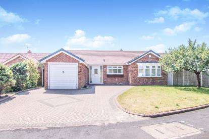 4 Bedrooms Bungalow for sale in Squirrel Green, Formby, Liverpool, Merseyside, L37