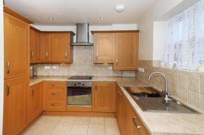 2 Bedrooms Flat for sale in Morland Bank, Sheffield, South Yorkshire