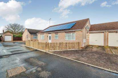 3 Bedrooms Bungalow for sale in Dogsthorpe Grove, Dogsthorpe, Peterborough, Cambridgeshire