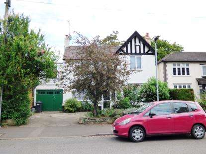 4 Bedrooms Detached House for sale in Queens Drive West, Central Peterborough, Peterborough, Cambridgeshire