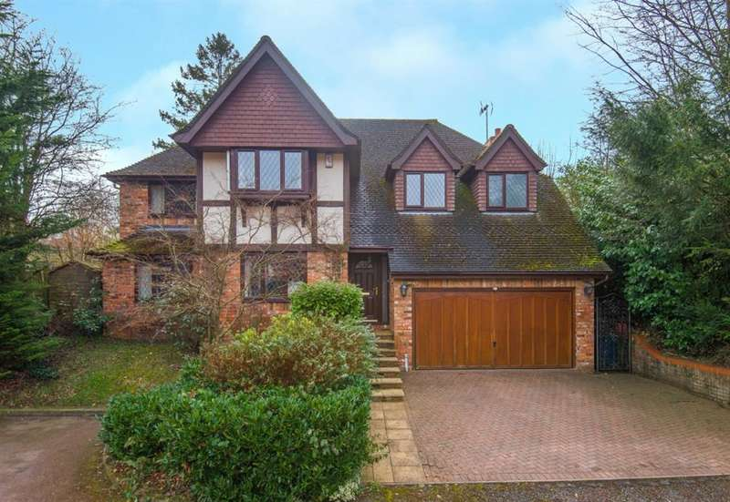 5 Bedrooms Detached House for sale in MacDonald Close, Chesham Bois, Amersham, Buckinghamshire, HP6 5LZ