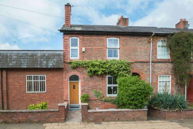 3 Bedrooms End Of Terrace House for sale in Money Ash Road, Hale