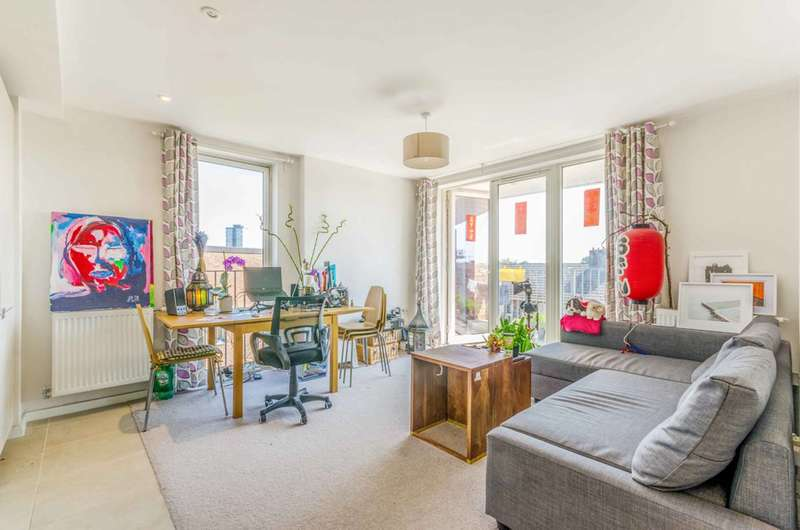 2 Bedrooms Flat for sale in Florian Court, Canning Town, E16
