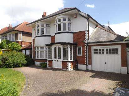4 Bedrooms Detached House for sale in Littledown, Bournemouth