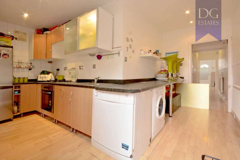2 Bedrooms Flat for sale in Huxley Road, Edmonton
