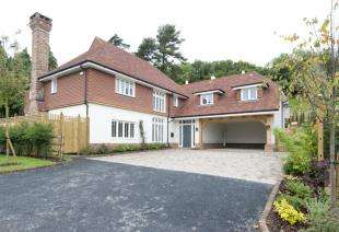 5 Bedrooms Detached House for sale in Wadhurst Place, Mayfield Place, Wadhurst, East Sussex