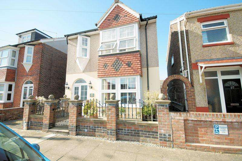 3 Bedrooms Detached House for sale in Compton Road, Portsmouth