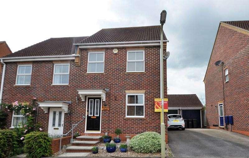 3 Bedrooms Semi Detached House for sale in Moneyer Road, Andover