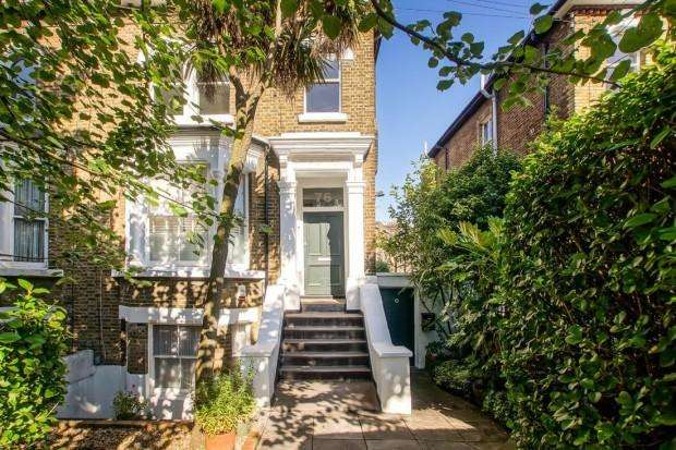 2 Bedrooms Flat for sale in Lady Margaret Road, London, N19