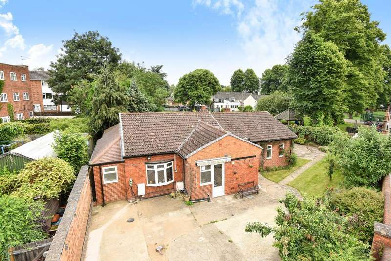 4 Bedrooms Detached Bungalow for sale in Cookham Road, Maidenhead, SL6