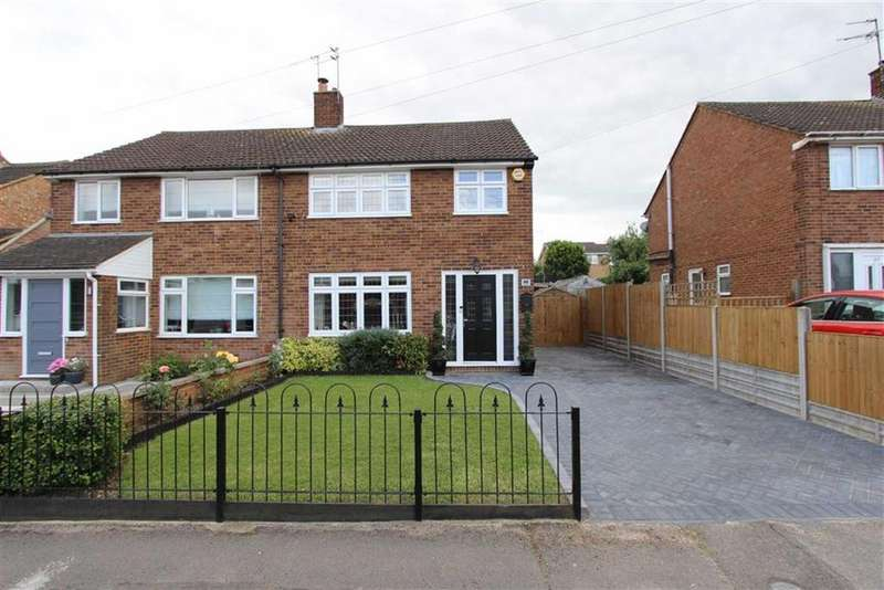 3 Bedrooms Semi Detached House for sale in Russell Way, Leighton Buzzard