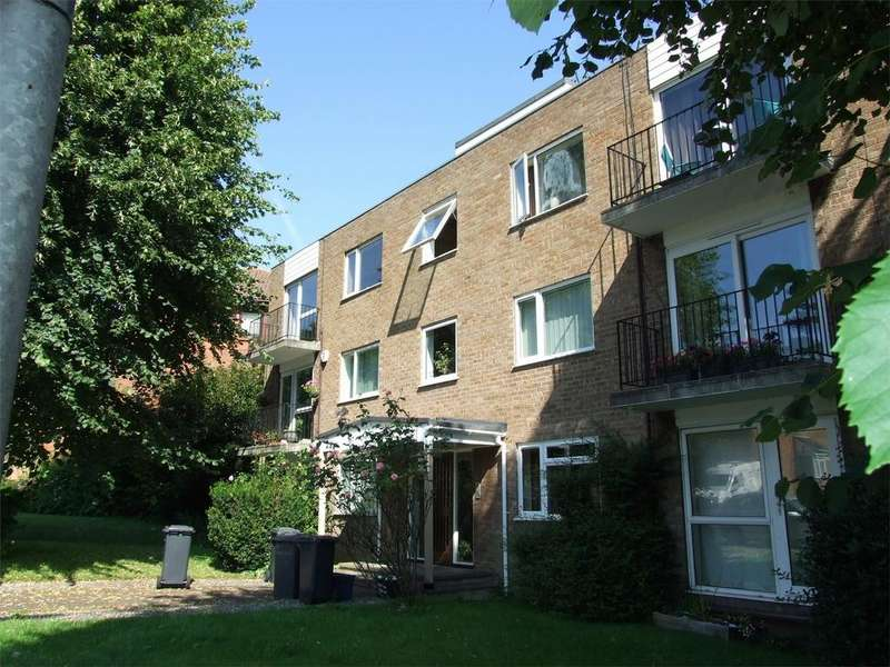 1 Bedroom Flat for sale in Priory Court, HITCHIN, Hertfordshire