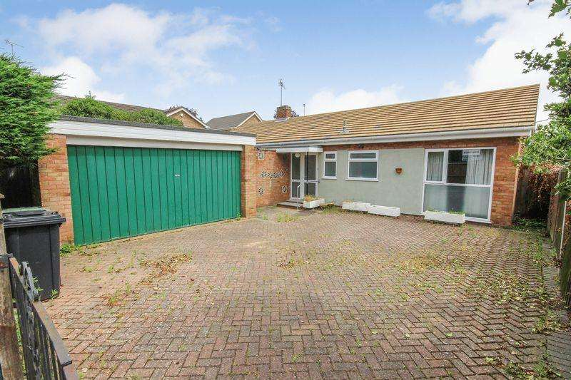 3 Bedrooms Detached Bungalow for sale in Poplar Close, Silsoe