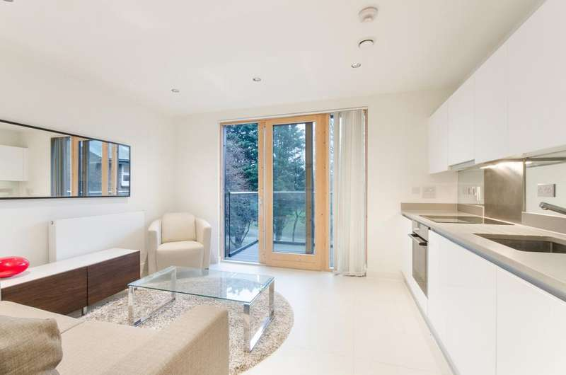 Studio Flat for sale in Binnacle House, Cobblestone Square, Wapping, E1W
