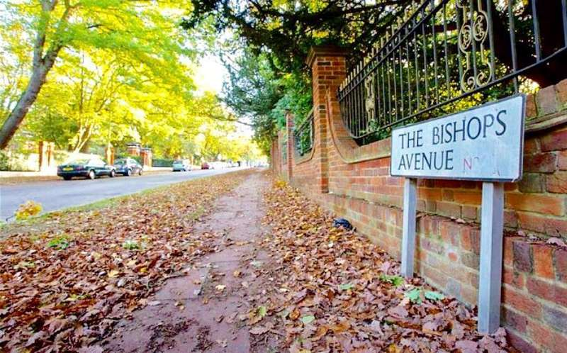 6 Bedrooms Detached House for sale in The Bishops Avenue, London, SW11 5QW