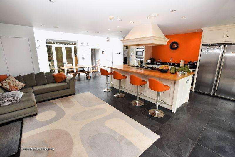 5 Bedrooms House for sale in Higher Lane, Lymm
