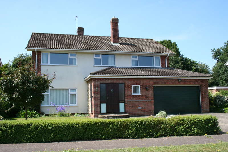 4 Bedrooms Detached House for sale in KEDLESTON DRIVE CRINGLEFORD