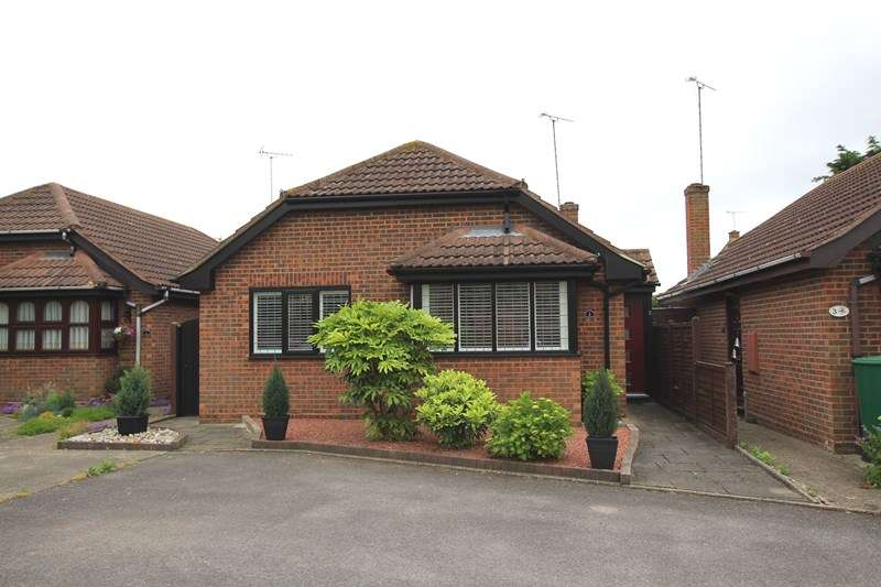 2 Bedrooms Bungalow for sale in The Anchorage,High Street, Great Wakering, Southend-On-Sea