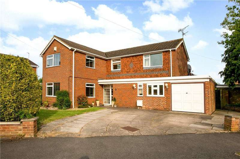 4 Bedrooms Detached House for sale in Langdon Avenue, Aylesbury, Buckinghamshire