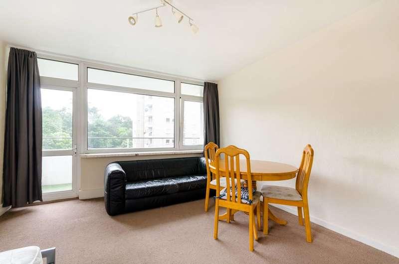 2 Bedrooms Flat for sale in Wanborough Drive, Roehampton, SW15