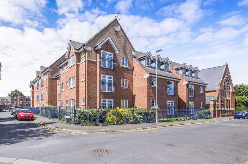 2 Bedrooms Flat for sale in Holland Close, Loughborough, LE11