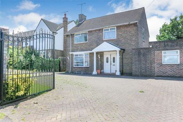 4 Bedrooms Detached House for sale in Graveley Avenue, Borehamwood, Hertfordshire