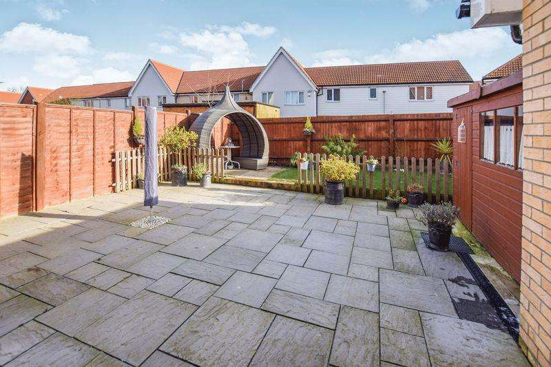 4 Bedrooms Semi Detached House for sale in Montague Street, Basildon