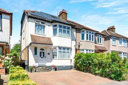 4 Bedrooms Semi Detached House for sale in Collier Row, Romford, Havering